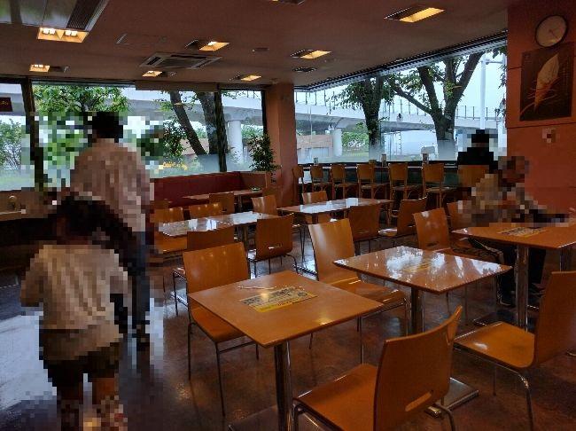 川口PA食堂の様子