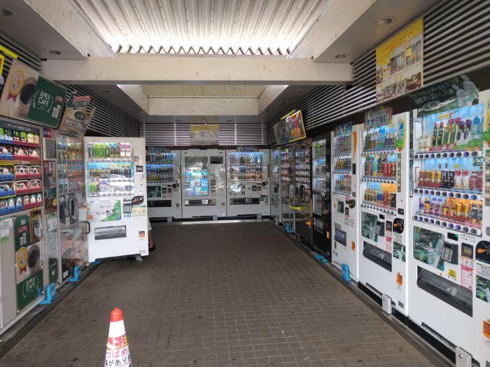 酒々井パーキングエリアの自動販売機コーナー