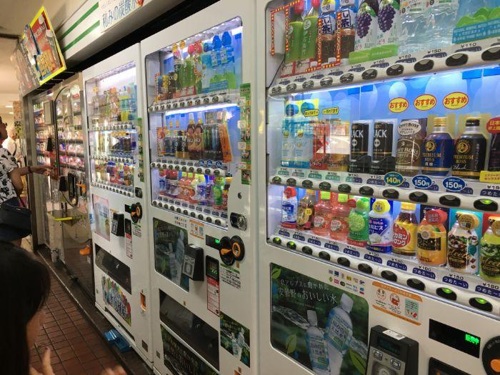 谷田部東パーキングエリア自動販売機コーナー