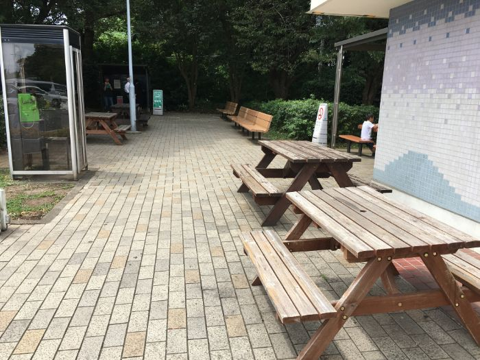 谷田部東パーキングエリア外の休憩スペース
