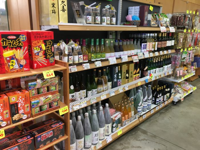 道の駅庄和地酒の陳列棚