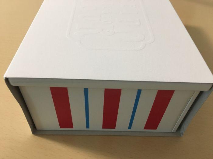 箱に入った資生堂パーラービスキュイ側面