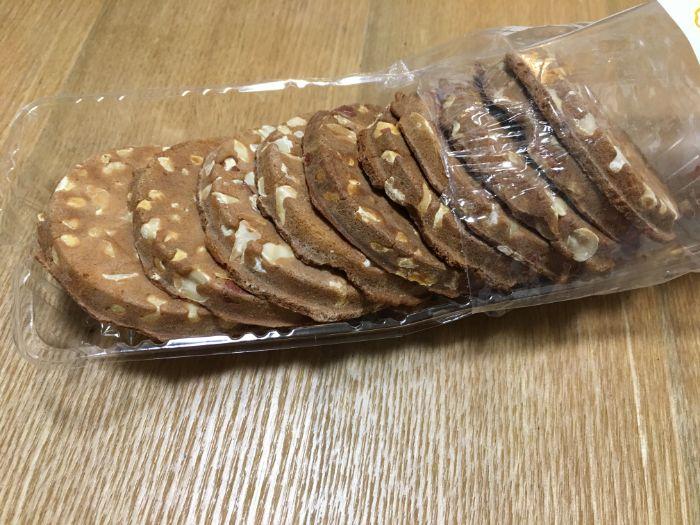 ピーナッツ煎餅開封の様子