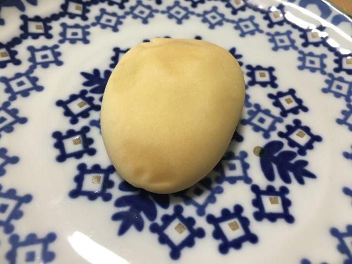 お皿に取り出したチーズ饅頭