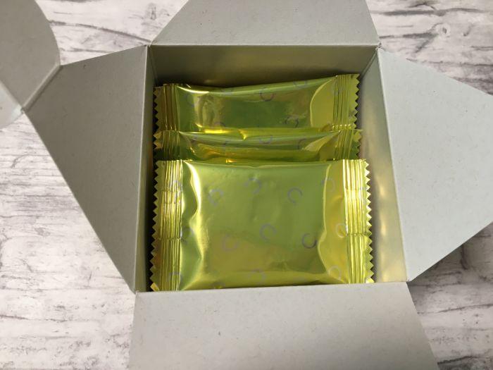 おひなたびわちゃんの箱を開ける