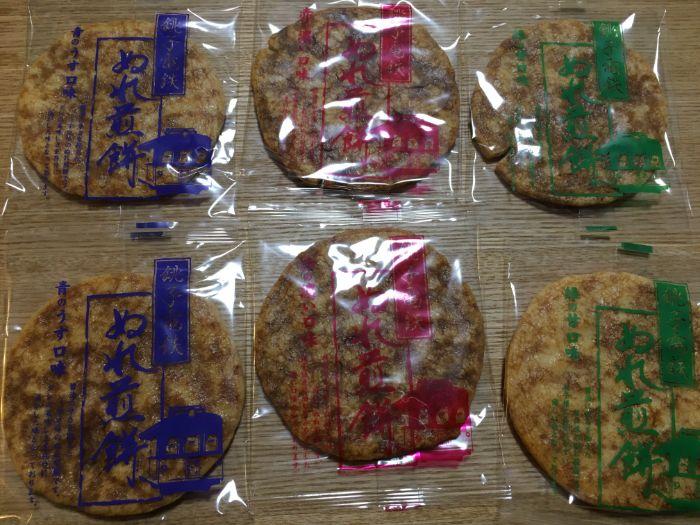 銚子電鉄ぬれ煎餅6枚並べる