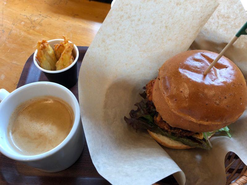 金次郎カフェのイカバーガー